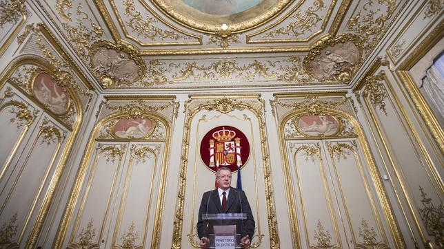 El ministro de Justicia, Alberto Ruiz Gallardón, anuncia su dimisión