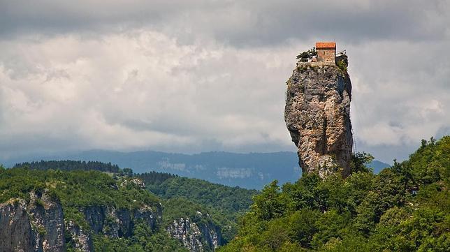 Los monasterios más increíbles en riscos de vértigo