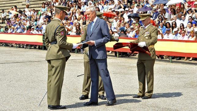 Morenés ya participó en la clausura del curso del pasado año, con la entrega de despachos a los nuevo sargentos