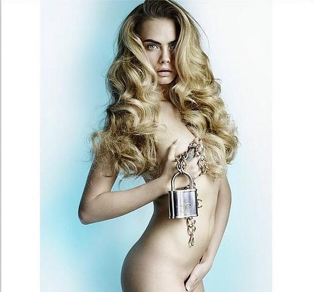 Cara Delevingne Desnuda Y Encadenada A Chanel