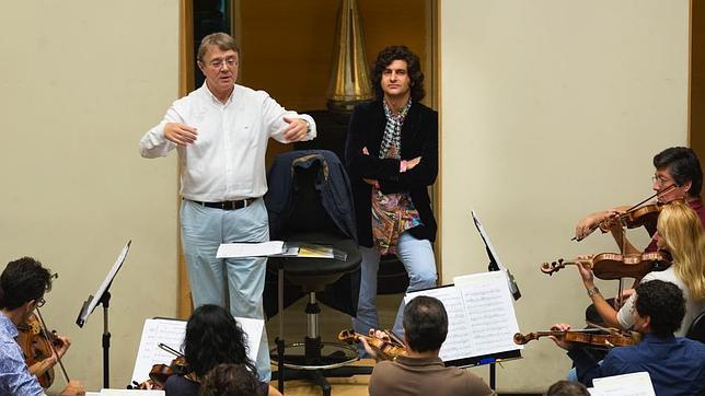 Morante de la Puebla, hoy durante el ensayo de de la Orquesta de la CAM, escucha «Suspiros de España»