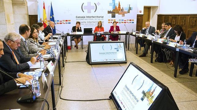 Ana Mato, preside la reunión informal del Consejo Interterritorial del Sistema Nacional de Salud en Santiago