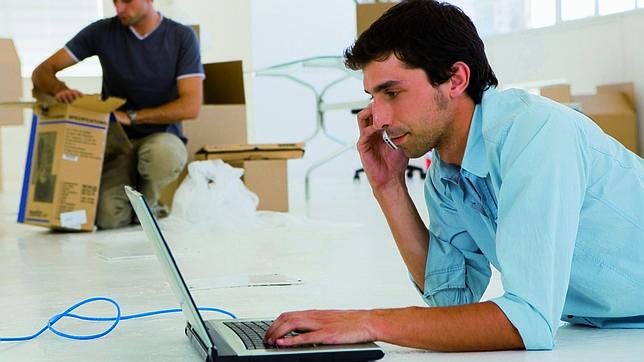 mirar los correos de trabajo desde casa puede ocasionar problemas de salud. Black Bedroom Furniture Sets. Home Design Ideas