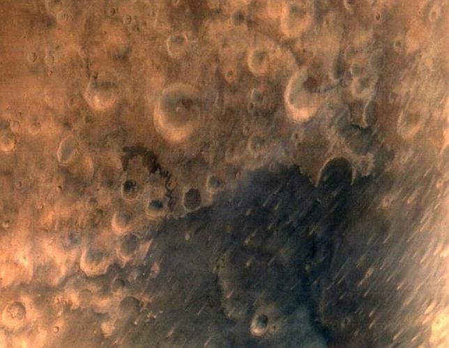 Imagen de la superficie de Marte tomada por la nave india Mangalyaan