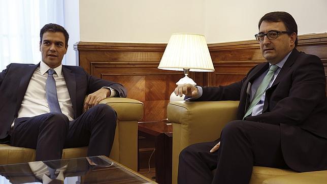 Reunión entre Pedro Sánchez y Aitor Esteban