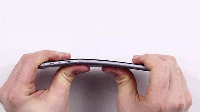Apple: los casos de iPhone 6 Plus doblados son «extremadamente raros»