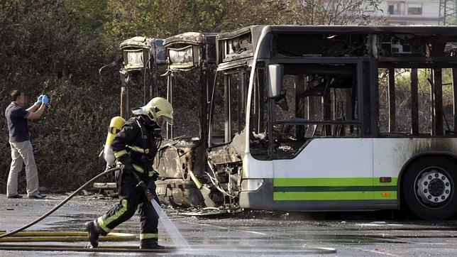 Queman tres autobuses en Baracaldo, coincidiendo con el «gudari eguna»
