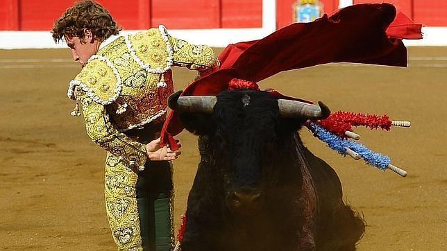El novillero Fernando Rey, grave tras sufrir una cornada en la femoral