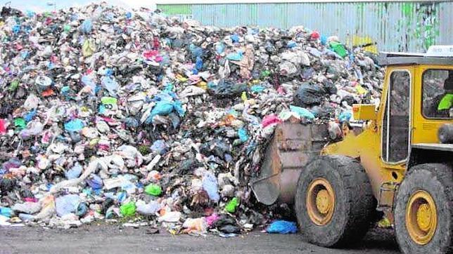 Imagen de un vertedero de residuos domésticos
