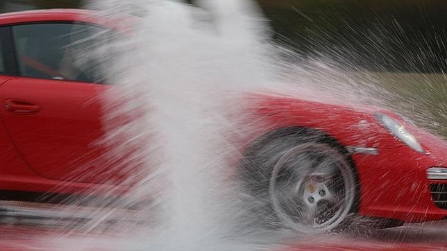 Cuidado con los aguaceros y las ruedas en mal estado