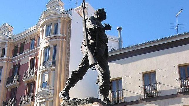 La estatua de Eloy Gonzalo, el protagonista de la plaza del Cascorro