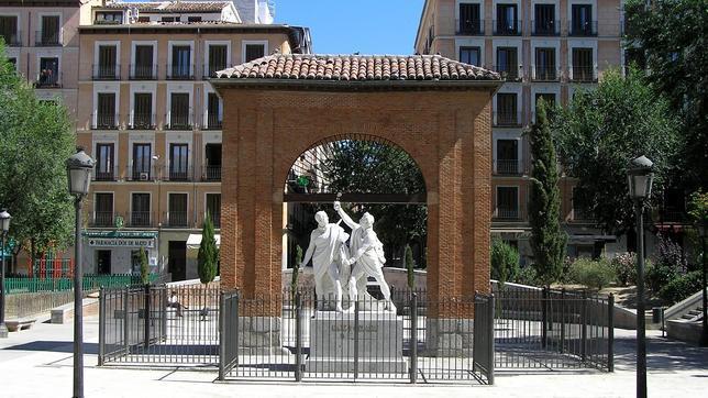 La estatua en honor a Daoíz y Velarde en la plaza del 2 de mayo de Madrid