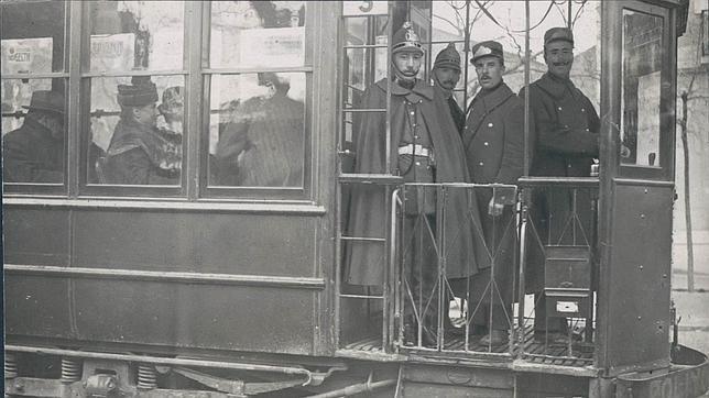 Uno de los primeros tranvías que circulaban por el centro de Madrid