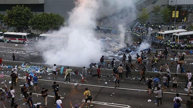 La Policía usa gas lacrimógeno contra los manifestantes