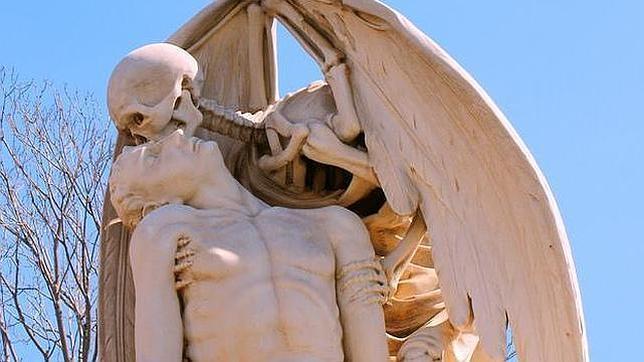 El Beso de la Muerte, en el cementerio de Poblenou