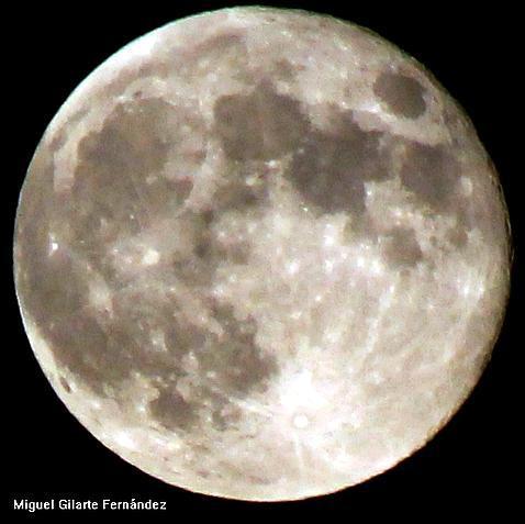 Una Luna que alumbra toda la noche