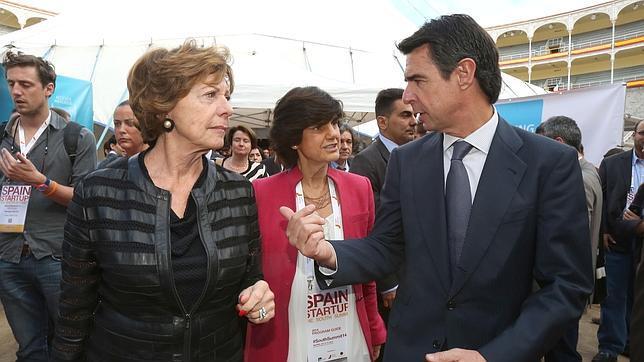 Kroes junto a José Manuel Soria, ministro de Industria, Energía y Turismo