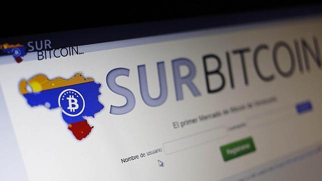 Web de bitcoin fotografiada en un ordenador en Caracas