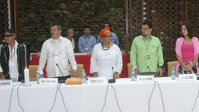 Delegación de las FARC en las negociaciones de paz en La Habana, durante una reciente reunión con las víctimas del conflicto
