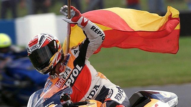 Álex Criville sumó el primer título de la categoría reina para España en 1999