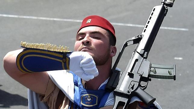 La historia de las 3 unidades más destacadas que han desfilado frente a Felipe VI