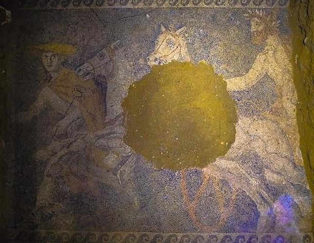 Impresionante mosaico hallado en el pavimento de la tumba de Amfípolis