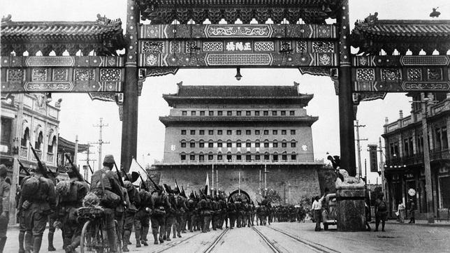Tropas japonesas entrando en Pekín en julio de 1937