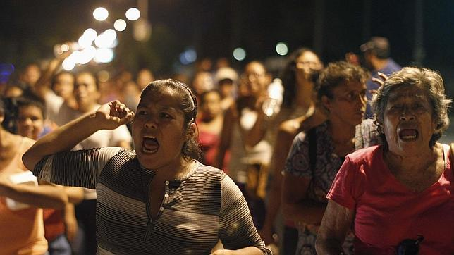 Protestas en Iguala contra policías por la desaparición de 40 estudiantes