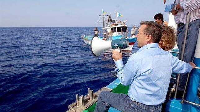 Rivero, en 2011, durante un acto simbólico de reclamación del «mar canario»