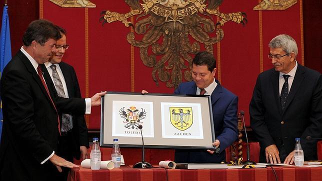 Recepción de la delegación de Aquisgrán en la Sala Capitular del Ayuntamiento de Toledo