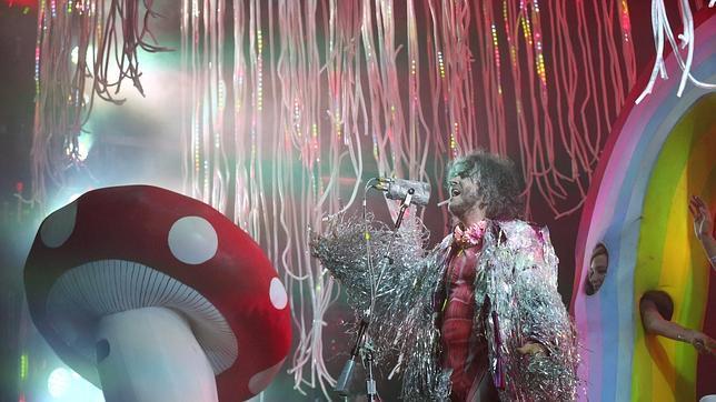 Wayne Coyne, líder de los Flaming Lips, durante un reciente concierto de su grupo
