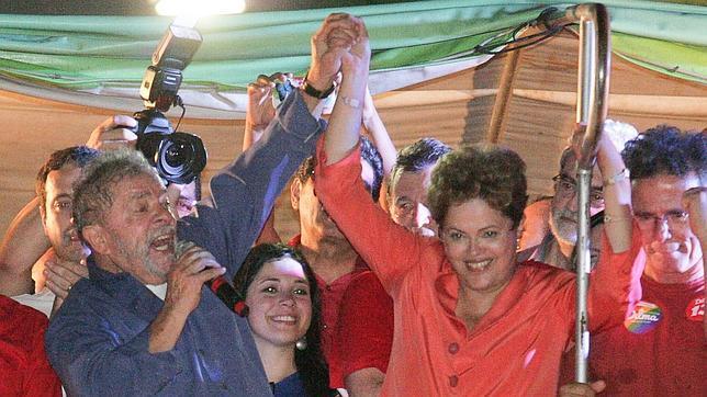 Rousseff y Neves se enzarzan por Cuba en la campaña de las presidenciales brasileñas