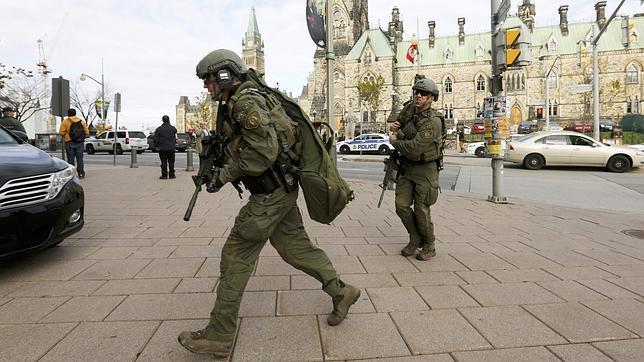 Dos hombres atacan a tiros el Parlamento en Canadá