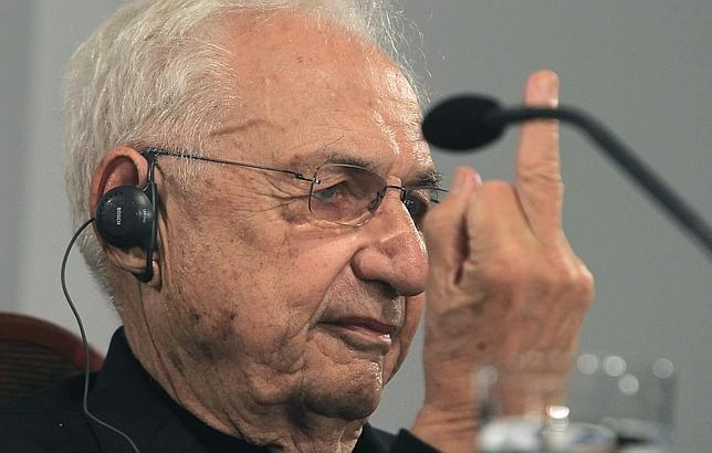 Gehry hace la peineta a los periodistas ante una pregunta incómoda. Luego pidió perdón