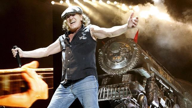 El cantante de AC/DC, Brian Johnson, durante un concierto de la banda en Bilbao