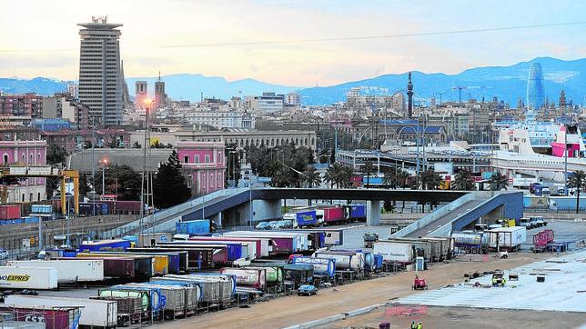 Mercancías en el puerto de Barcelona