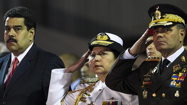 Capriles acusa a Maduro de subir el sueldo a los militares para perpetuarse en el poder