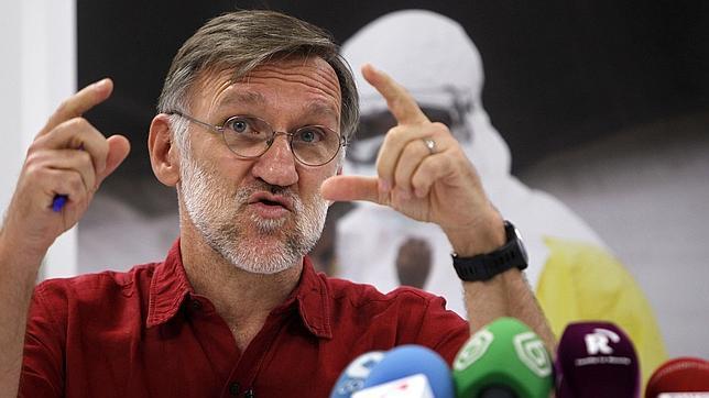 Según ha explicado el presidente de MSF en España, José Antonio Bastos, a través de cada SMS enviado al 28033 con las palabras STOP EBOLA, se podrá hacer una contribución de 1,20 euros