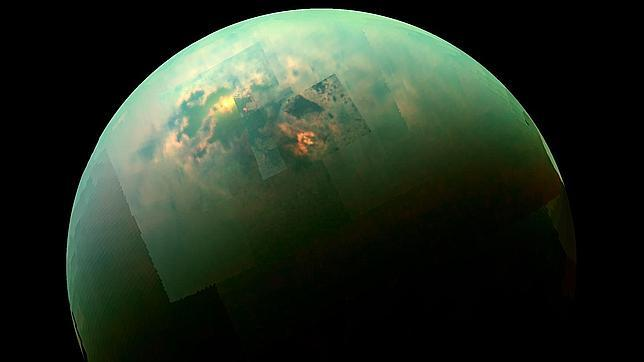 Cassini fotografía un mar soleado en Titán