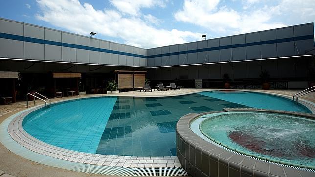 El aeropuerto cuenta también con piscina