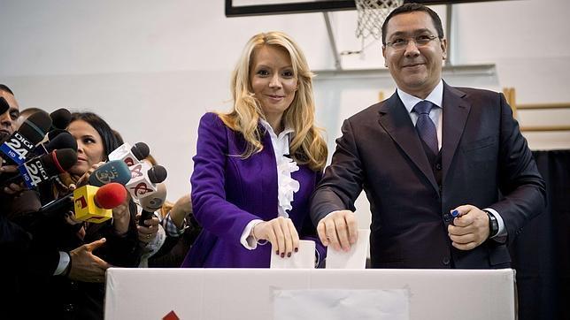 Victor Ponta y su mujer han votado ya en las presidenciales ucranianas