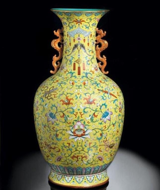 Récord de subasta en Italia por un jarrón chino: de 15.000 euros a 7,5 millones