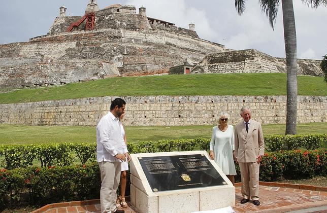 El Príncipe Carlos y la duquesa de Cornualles inauguraban el viernes pasado la placa en presencia del alcalde de Cartagena.