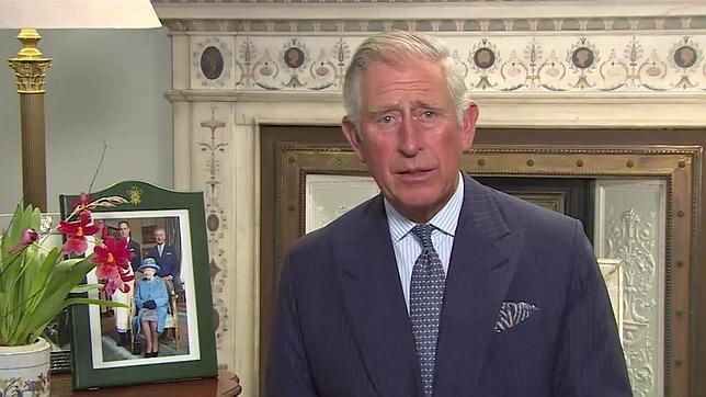 El príncipe Carlos pide a los líderes religiosos musulmanes respeto para las otras creencias