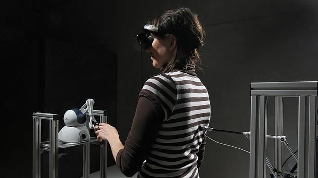 """Una persona experimenta la """"ilusión del fantasma"""" en el laboratorio"""