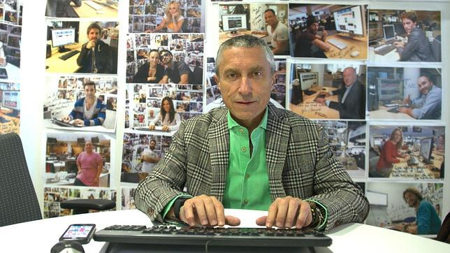 El periodista Melchor Miralles durante el chat en ABC.es