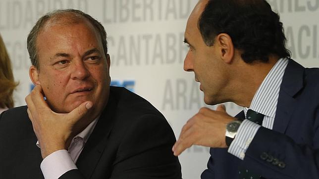 José Antonio Monago, a la izquierda, en un acto del PP