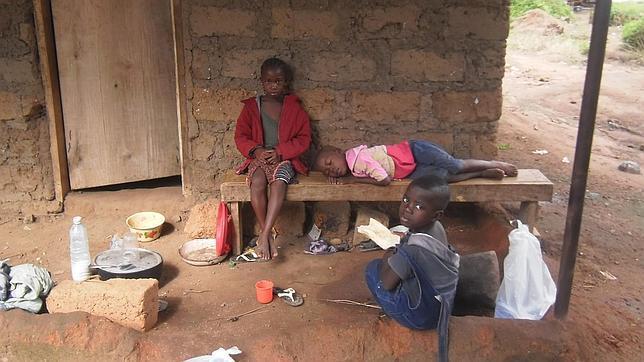 Los 300 huérfanos del ébola