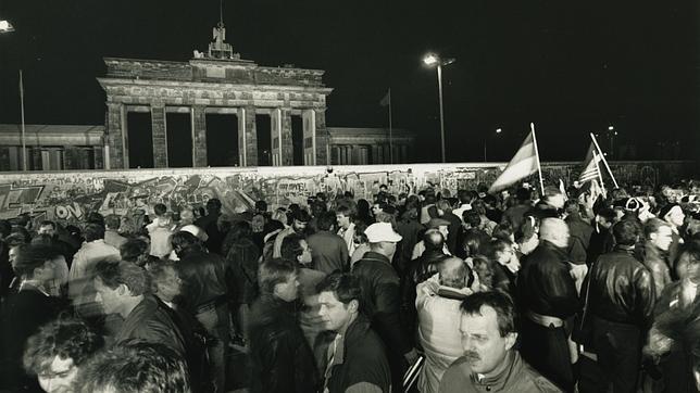 Enero de 1990. Alemanes festejando la caída del Muro de Berlín.