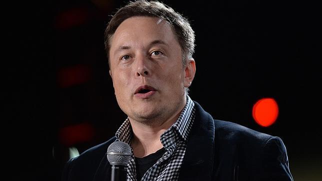Musk durante la presentación de un Tesla Model S